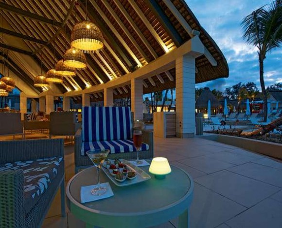 ambre-mauritius-coral-bar-by-night